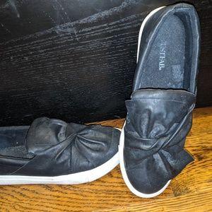 Black Flat Sneakers size 8.5